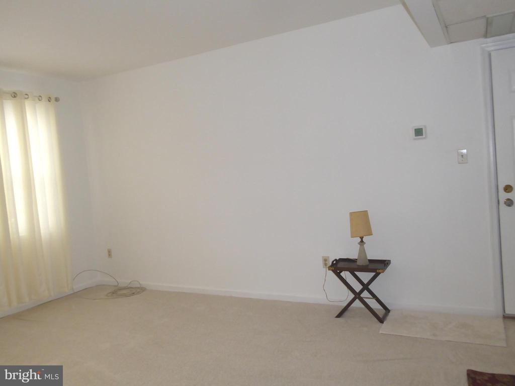 Bright living room w/new neutral carpet& new paint - 1761 N TROY ST #9439, ARLINGTON
