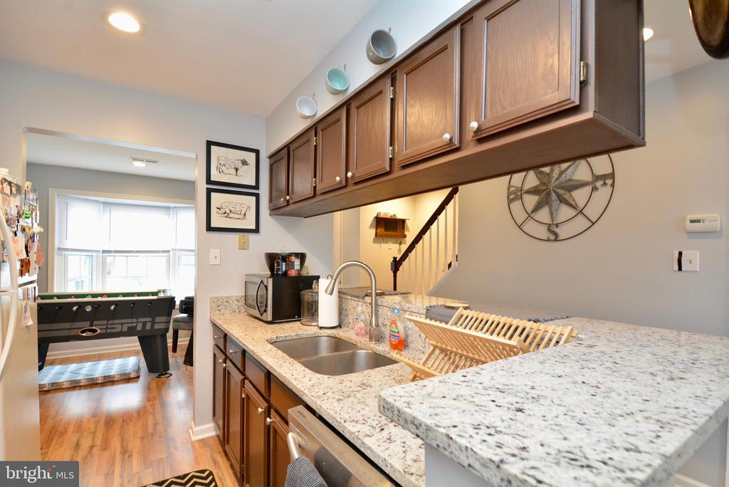 Kitchen with Granite Counter Tops - 103 MAYFAIR PL, STAFFORD
