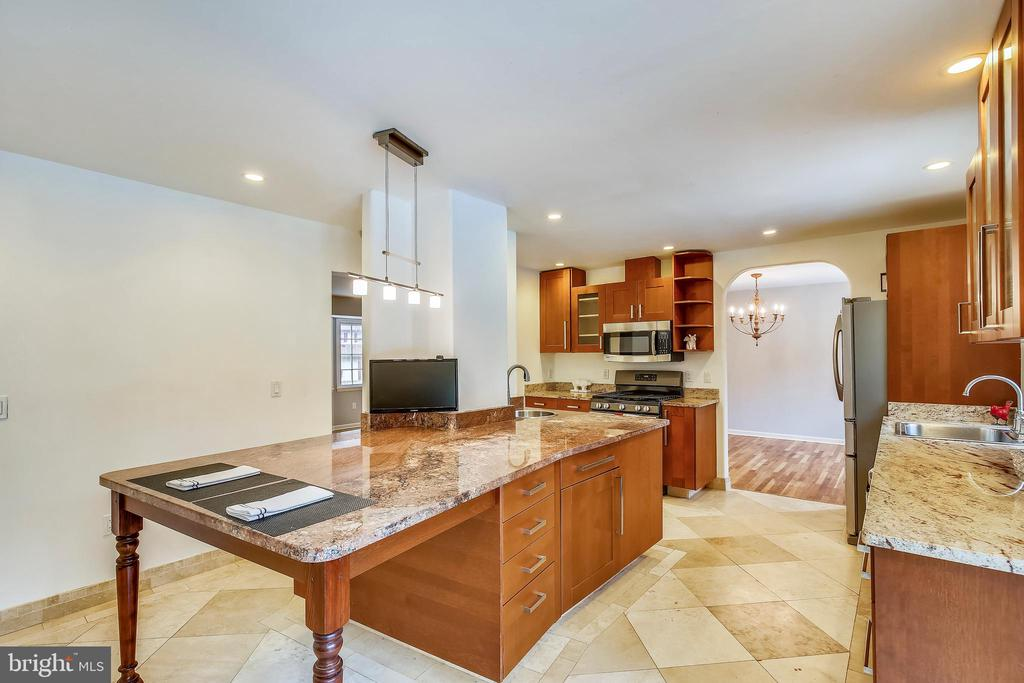 Granite Counters and Tile Floor - 6008 NASSAU DR, SPRINGFIELD