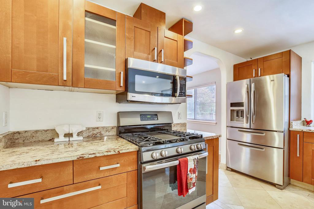 Stainless Steel Appliances - 6008 NASSAU DR, SPRINGFIELD