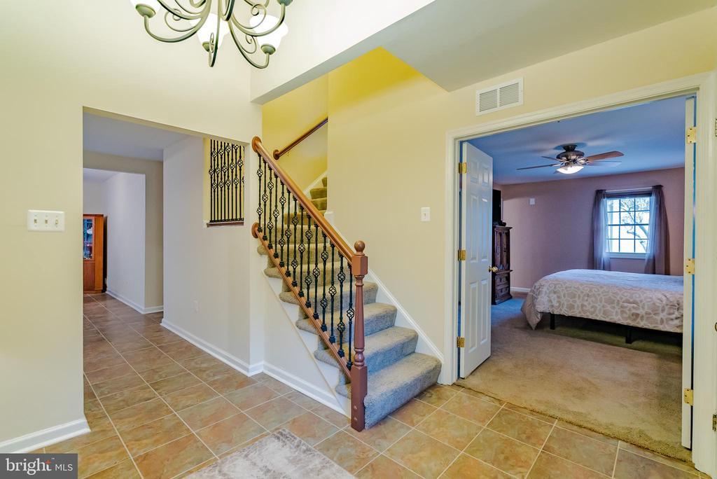 Open Bright Foyer with Ceramic Tile - 132 E MEADOWLAND LN, STERLING