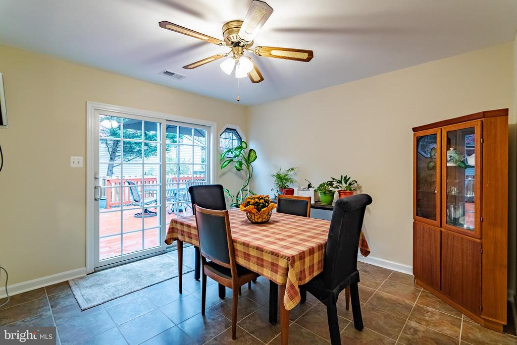 Breakfast Room with Ceiling Fan - 132 E MEADOWLAND LN, STERLING