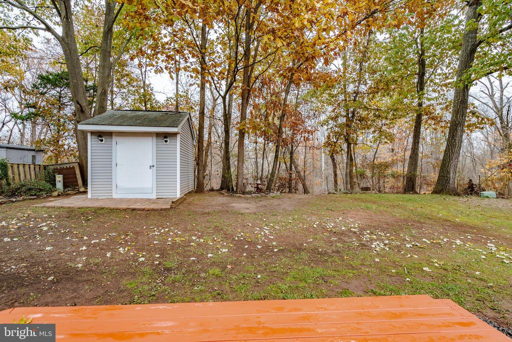 Great Wooded Views - 132 E MEADOWLAND LN, STERLING
