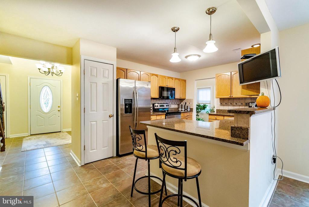 Breakfast Bar, Pantry & Stainless Steel Appliances - 132 E MEADOWLAND LN, STERLING