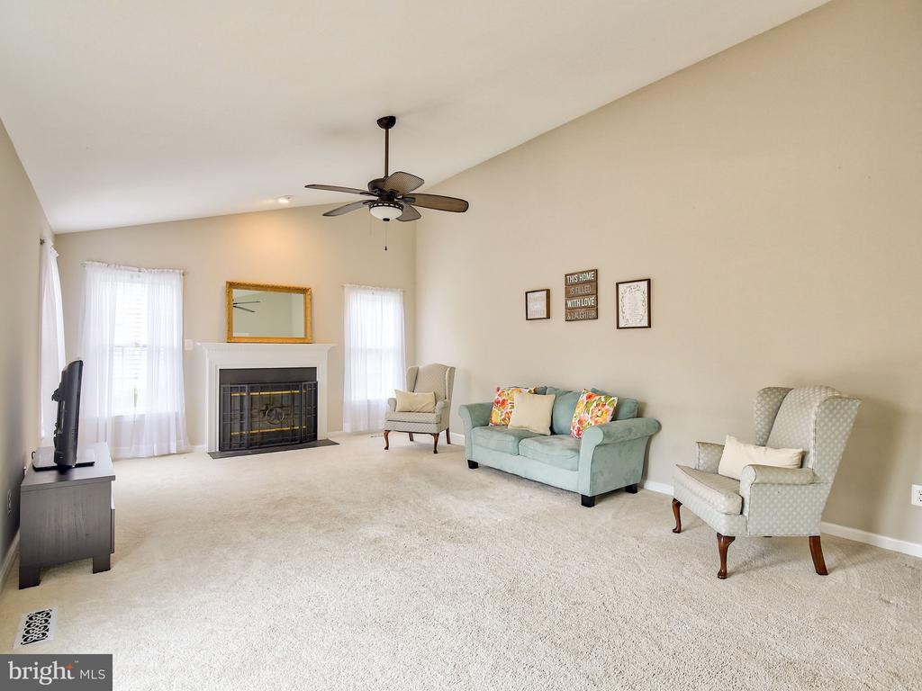 extending into the family room - 17578 COACHMAN DR, HAMILTON