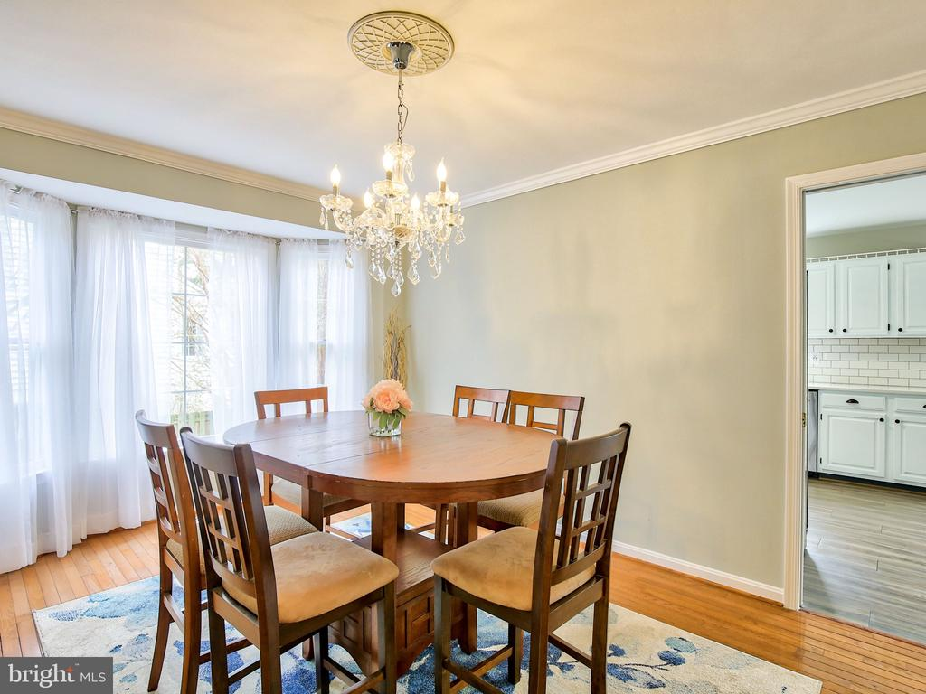 There is a formal dining room - 17578 COACHMAN DR, HAMILTON
