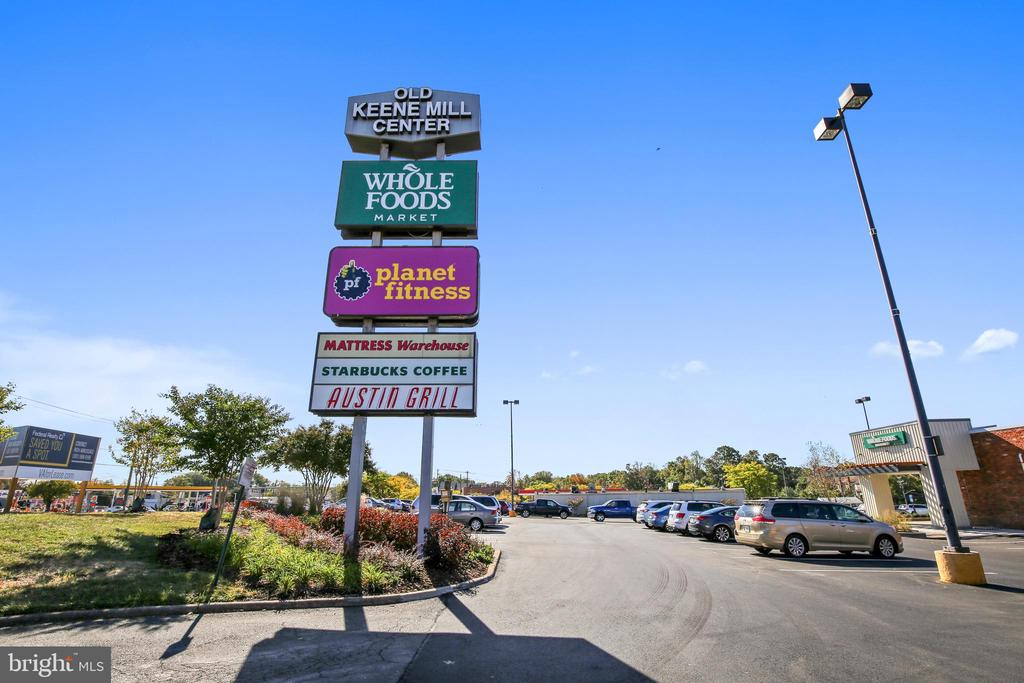 Convenient to Shopping - 6008 NASSAU DR, SPRINGFIELD