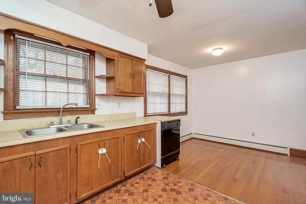 kitchen with eat in area - 11516 ORANGE PLANK RD, SPOTSYLVANIA