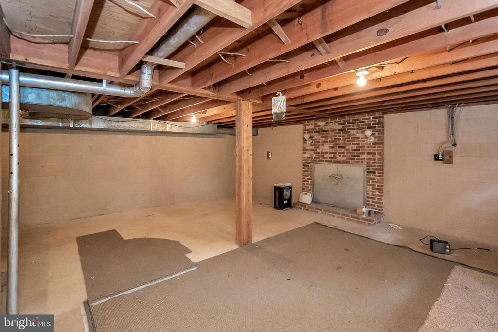 partial basement covered fireplace - 11516 ORANGE PLANK RD, SPOTSYLVANIA