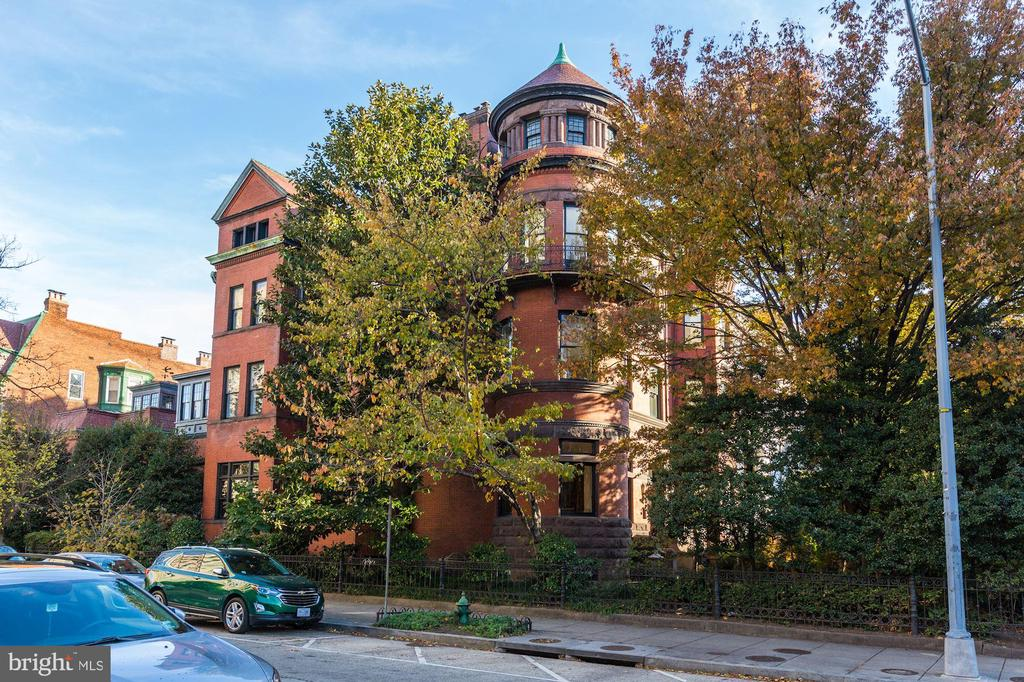 Situated on the Corner of 16th st and R st - 1633 16TH ST NW, WASHINGTON