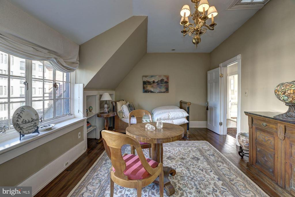Fourth Level Bedroom with Sitting Area - 1633 16TH ST NW, WASHINGTON
