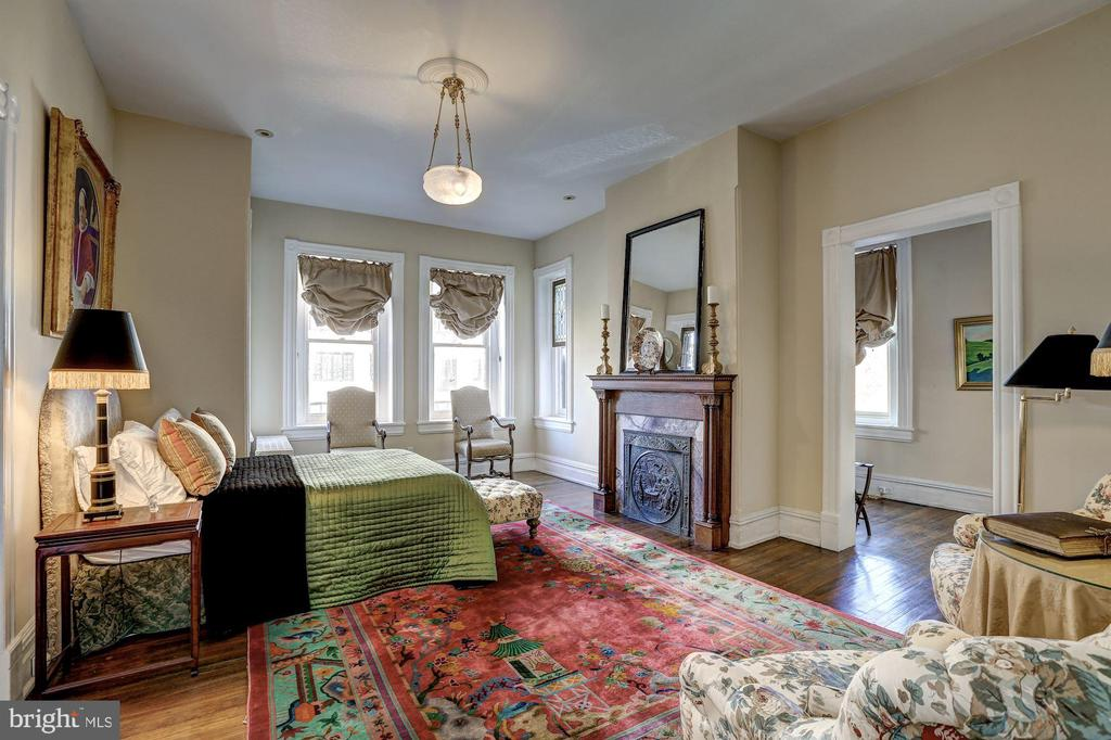 Master Suite with Stain Glass Window - 1633 16TH ST NW, WASHINGTON