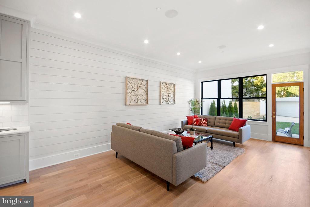 DRAMATIC family room overlooks deep rear patio - 1432 G ST SE, WASHINGTON