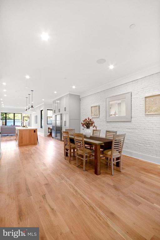 White oak floors throughout - 1432 G ST SE, WASHINGTON