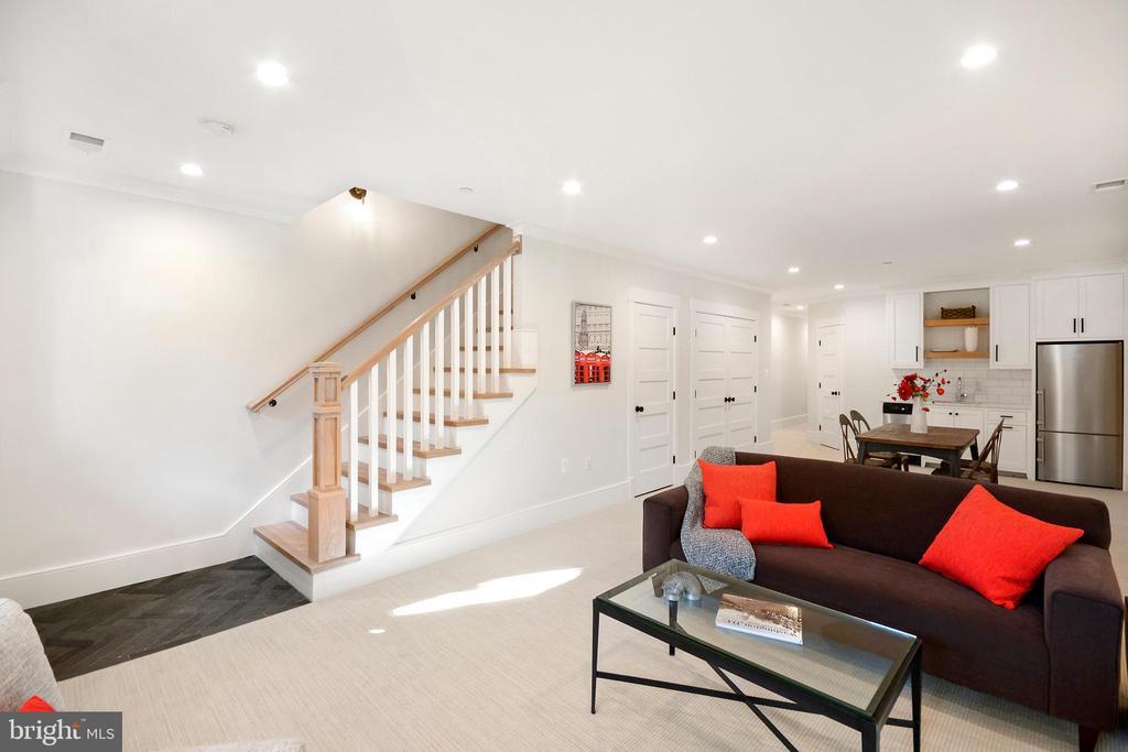 Lower level den perfect for entertaining - 1432 G ST SE, WASHINGTON