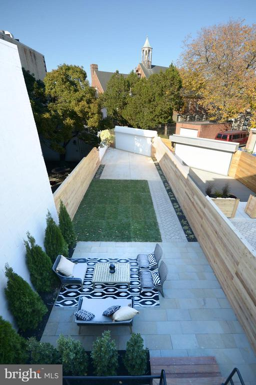 Exterior patio, gardens and private parking - 1432 G ST SE, WASHINGTON