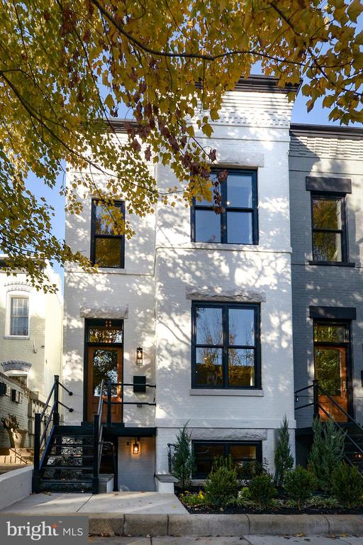 FRONT FACADE STANDS TALL & BRIGHT! - 1432 G ST SE, WASHINGTON