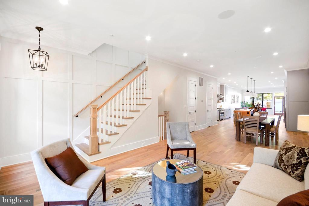 10'ft + ceilings throughout! - 1432 G ST SE, WASHINGTON