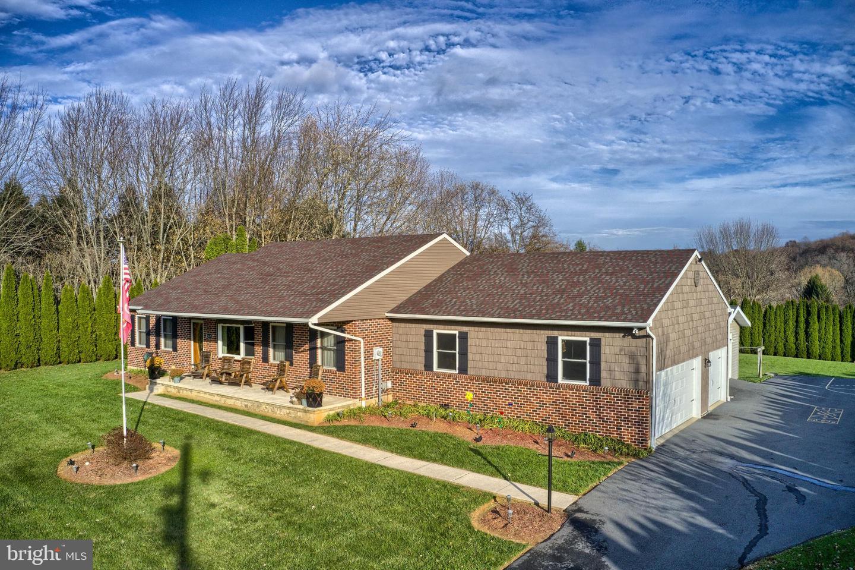 Single Family Homes vì Bán tại Windsor, Pennsylvania 17366 Hoa Kỳ