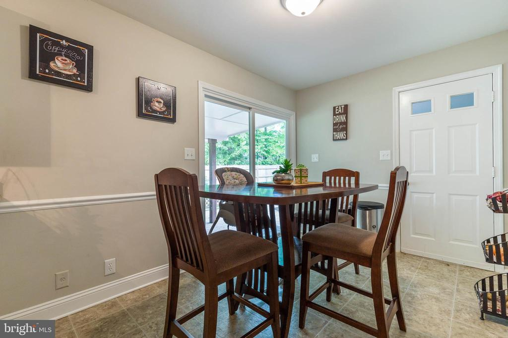 Dining Area! - 135 JOSHUA RD, STAFFORD
