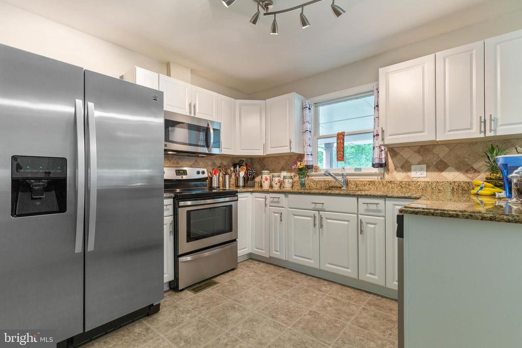 Stainless Steel Appliances! - 135 JOSHUA RD, STAFFORD
