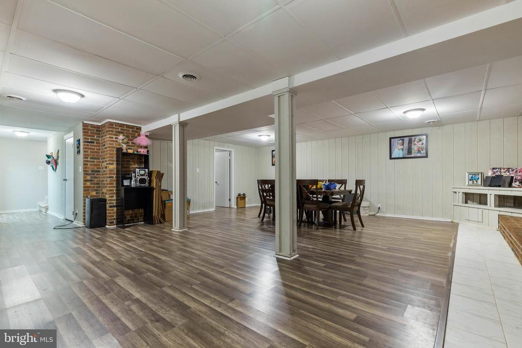 Family Room! - 135 JOSHUA RD, STAFFORD