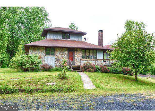 Single Family Homes للـ Sale في Bangor, Pennsylvania 18013 United States