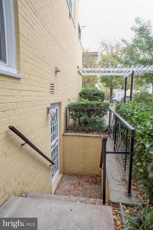 Stairway entry to studio apartment - 154 G ST SW #149, WASHINGTON