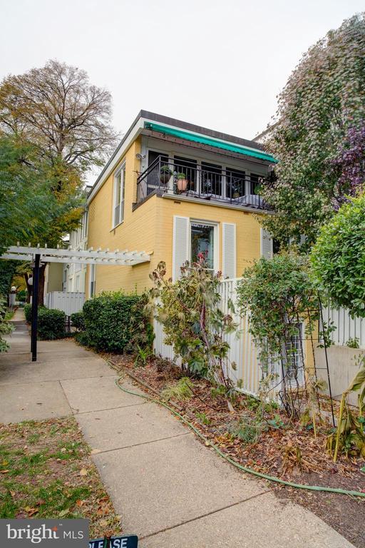 End unit town home condo - 154 G ST SW #149, WASHINGTON