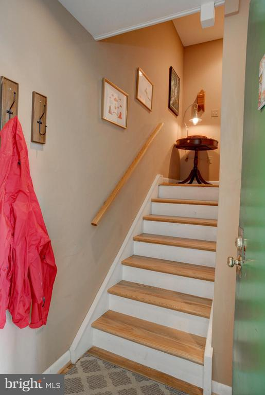 Stairway between entry level and first floor - 154 G ST SW #149, WASHINGTON