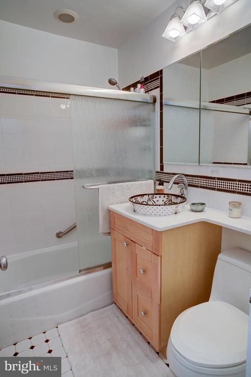 Hall bathroom on bedroom level - 154 G ST SW #149, WASHINGTON