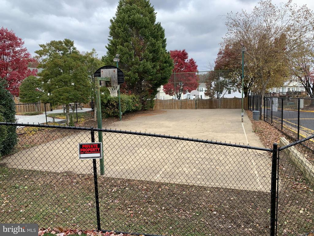 Basketball Court - 103 MAYFAIR PL, STAFFORD