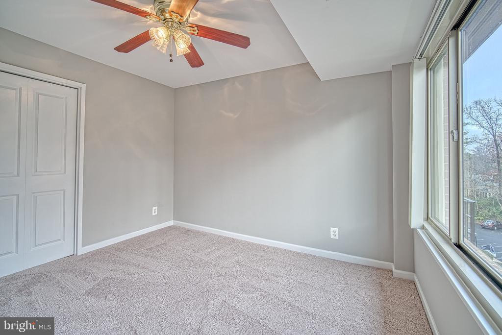 Bedroom 2 - 10570 MAIN ST #520, FAIRFAX