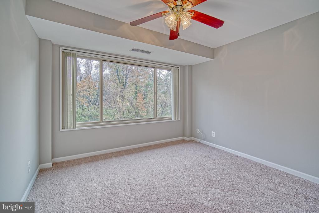 Bedroom 2 with green space views - 10570 MAIN ST #520, FAIRFAX