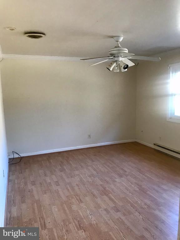 Family Room provides access to garage - 10601 ROBIN LN, SPOTSYLVANIA