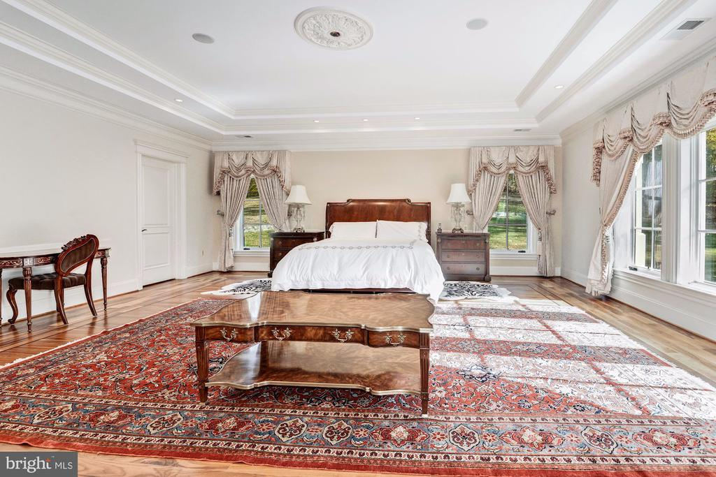 Master Bedroom Suite - 904 CHINQUAPIN RD, MCLEAN