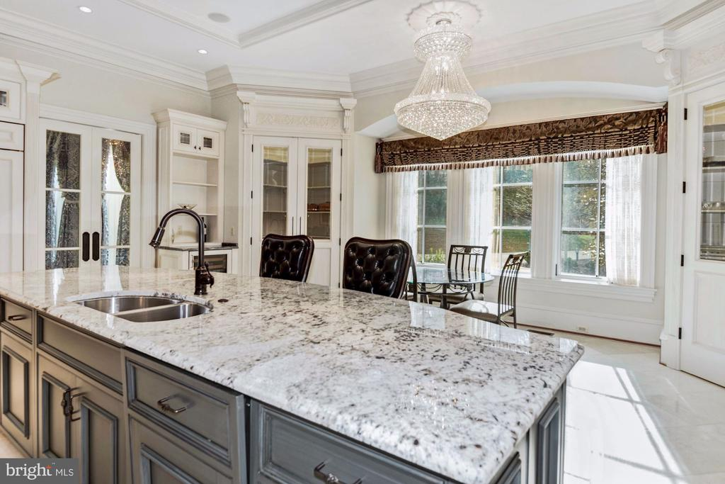 Gourmet Kitchen - 904 CHINQUAPIN RD, MCLEAN
