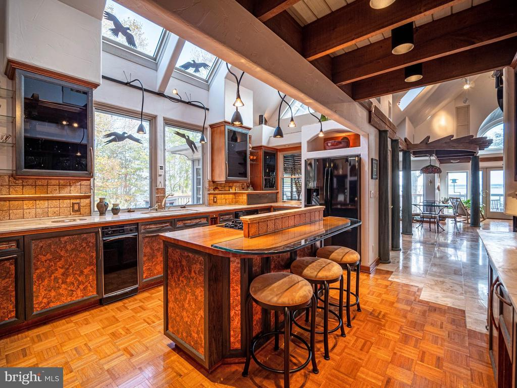 Ample room in the kitchen for casual dining - 4610 FRIENDSHIP ACRES RD, NANJEMOY