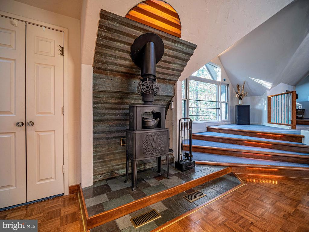 Swedish wood stove w/ hand crafted heat shield - 4610 FRIENDSHIP ACRES RD, NANJEMOY