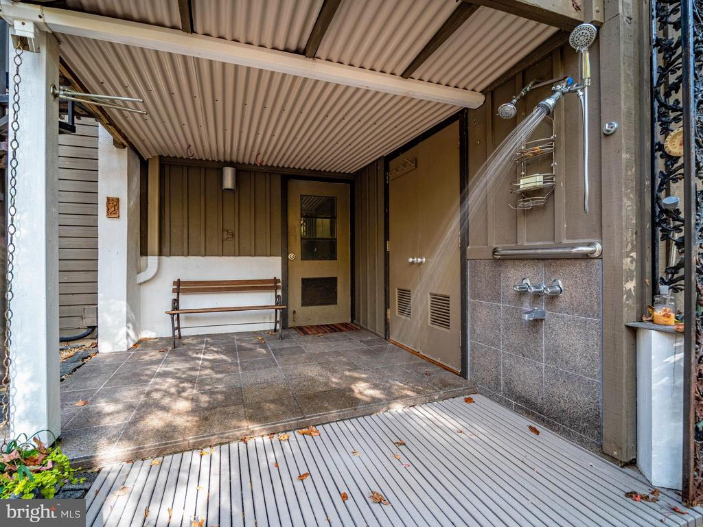 Rear outdoor shower - hot and cold water - 4610 FRIENDSHIP ACRES RD, NANJEMOY