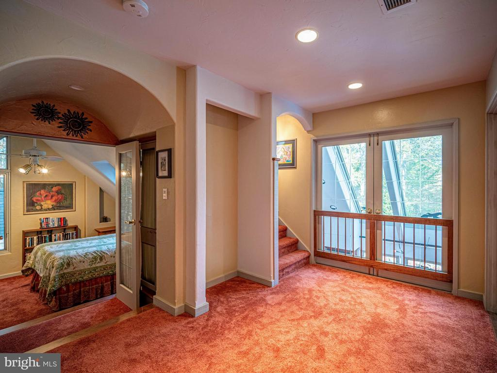 Guest Suite with overlook to kitchen and guest BR - 4610 FRIENDSHIP ACRES RD, NANJEMOY