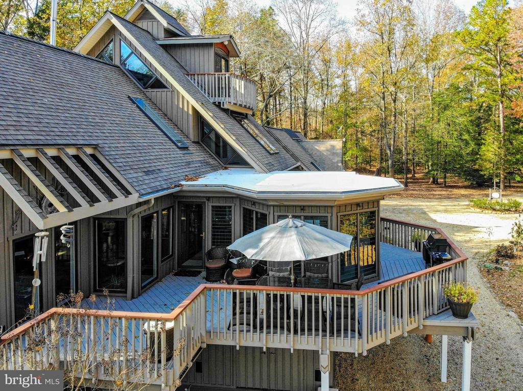 Wrap around deck and 3 season screen porch - 4610 FRIENDSHIP ACRES RD, NANJEMOY
