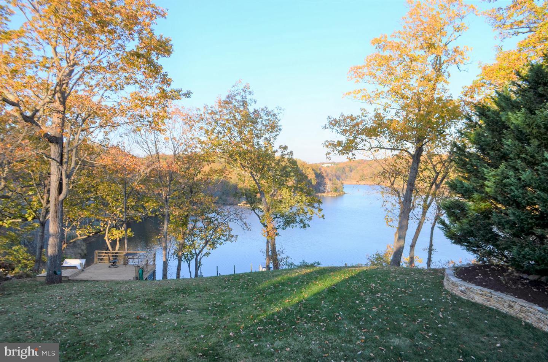 Single Family Homes per Vendita alle ore 584-A PINEWOOD Drive Annapolis, Maryland 21401 Stati Uniti