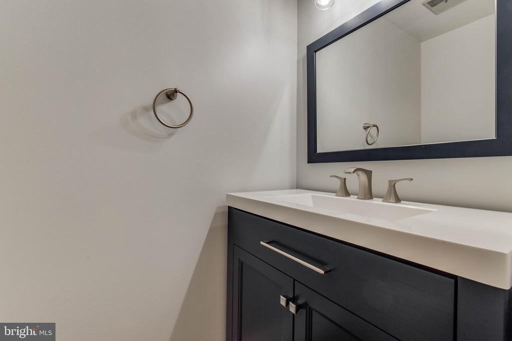 Updated modern guest bathroom on main level - 7421 FOXLEIGH WAY, ALEXANDRIA