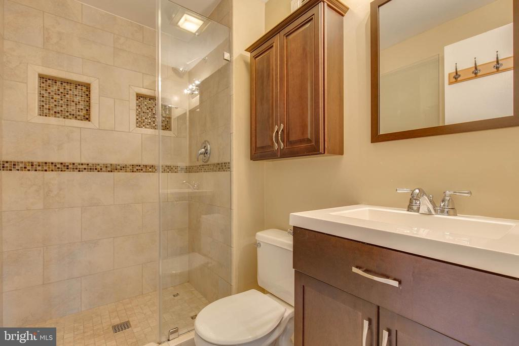 Renovated master bath! - 7421 FOXLEIGH WAY, ALEXANDRIA