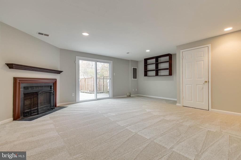 Walkout basement w/ wood burning fireplace - 7421 FOXLEIGH WAY, ALEXANDRIA