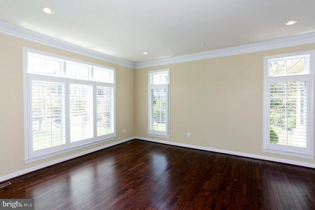 LARGE BONUS ROOM FOR LARGE PARTIES! - 1351 VERRIER CT, VIENNA