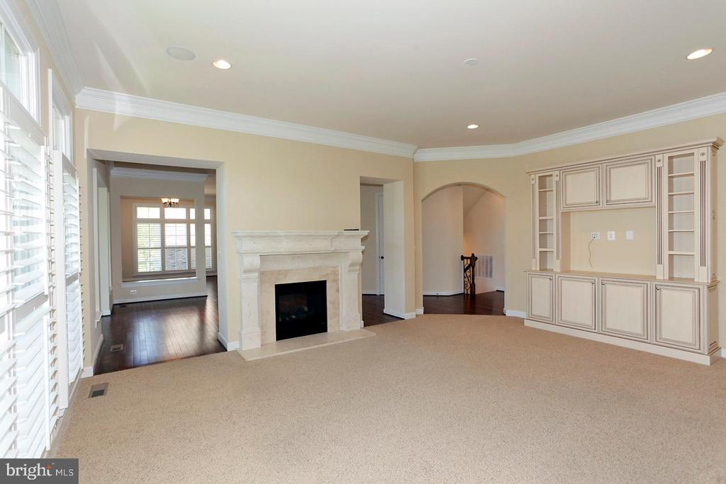 FAMILY ROOM (PIC 1) - 1351 VERRIER CT, VIENNA