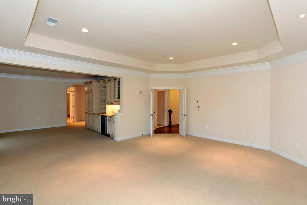 LARGE MASTER BEDROOM - 1351 VERRIER CT, VIENNA