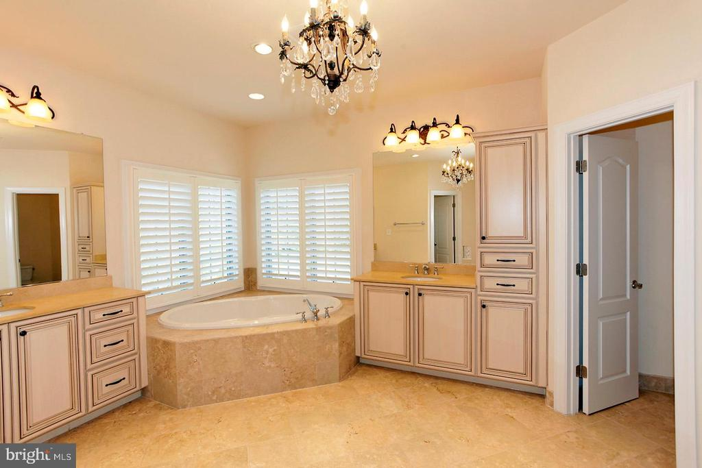 MASTER BATH WITH HIS/HER SINKS - 1351 VERRIER CT, VIENNA